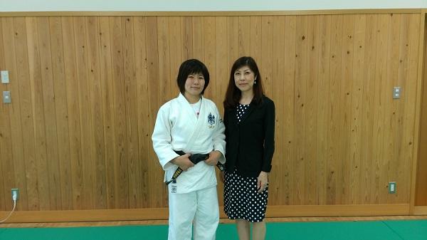 佐藤愛子総監督と中里文子理事長
